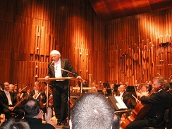 LSO concert of film music at the Barbican, 2003. Left to right: Gordan Nikolitch and Lennox Mackenzie (violins), Jerry Goldsmith (conductor), Paul Silverthorne (viola), Moray Welsh (cello)
