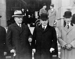 William Lyon Mackenzie King (centre), Prime minister of Canada, between Howard Ferguson (left), Premier of Ontario, and Louis-Alexandre Taschereau(right), Premier of Quebec, at the Dominion-Provincial Conference, 1927.