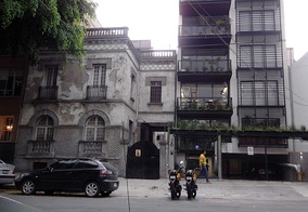Early 20th-century damaged buildings next to a new loft tower in Mexico City's Colonia Roma
