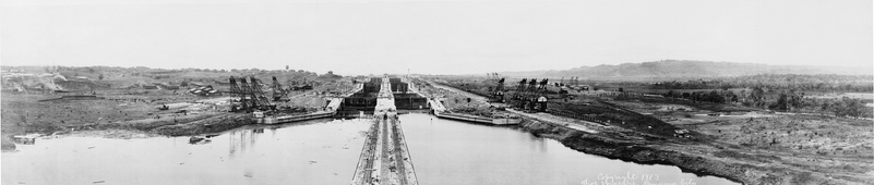Construction of locks on the Panama Canal, 1913