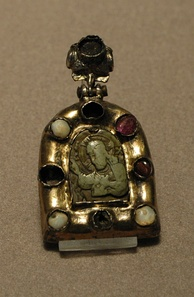 Religious pendant showing Christ blessing, framed with rubies and pearls, from the Byzantine empire, 12th or 13th century