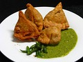 Samosa with chutney