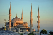 Ottoman architecture: The Blue Mosque in Istanbul (Turkey)