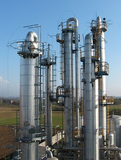 Typical industrial distillation towers