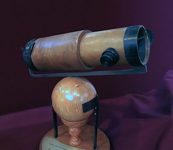 Replica of Newton's second reflecting telescope, which he presented to the Royal Society in 1672[37]
