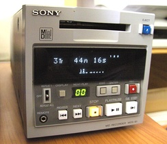 MiniDisc Recorder MDS-B1, normally used in recording or broadcast radio studios.