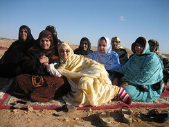 Group of Saharawi women.