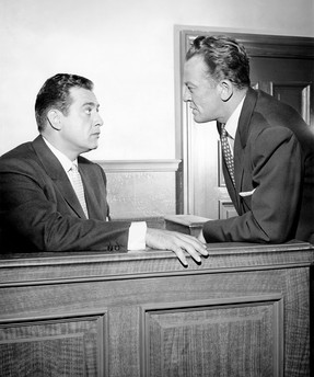 Perry Mason (Raymond Burr) and Hamilton Burger (William Talman)