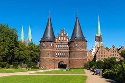 The city of Lübeck was the centre of the Hanse, and its city centre is a World Heritage Site today. Lübeck is the birthplace of the author Thomas Mann.