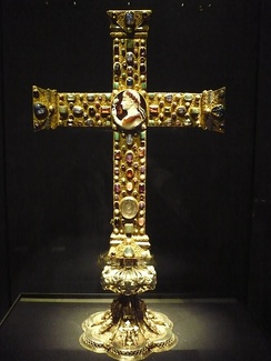 "The front side of the Cross of Lothair (c. 1000), a classic example of ""Ars Sacra"""