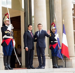 Peña Nieto at the Élysée Palace with French President Emmanuel Macron, 2017.
