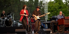 10,000 Maniacs at Pittsford Park in Lake Forest in 2015