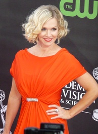 Jennie Garth reprised her role as Kelly Taylor for 20 episodes over the course of seasons one and two.