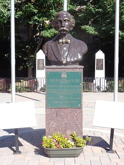 Bust in Juan Pablo Duarte Park, Union City