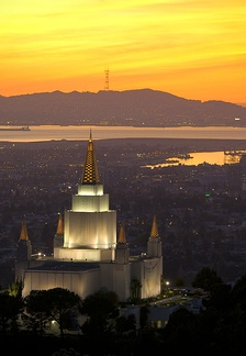 The Oakland California Temple at sunset