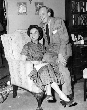 Fay Wray y Paul Hartman en el ciclo televisivo The Pride of the Family (1953).