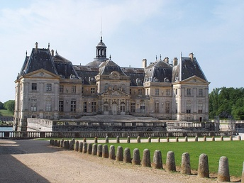 Rhythmic massing of the entrance front of Vaux-le-Vicomte.