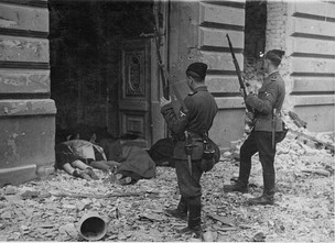 """Trawniki"" men during the destruction of the Warsaw Ghetto at Zamenhofa 42 / Kupiecka 18.<. Photo from Jürgen Stroop Report, May 1943"