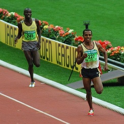 Kenenisa Bekele leading in a long distance track event