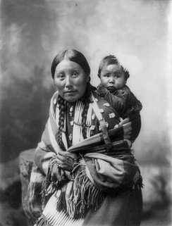 Portrait of Stella Yellow Shirt and her baby (Dakota, 1899)