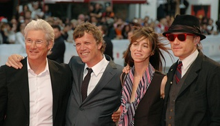 Ledger (rightmost) posing with the cast and the director of I'm Not There at the 64th Venice Film Festival in September 2007.
