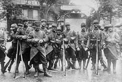French soldiers at the beginning of World War I. They retain the peacetime blue coats and red trousers worn during the early months of the war