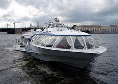 Hydrofoil docking in St.Petersburg upon arrival from Peterhof Palace (2008).