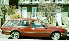Most buyers of the estate/station wagon nevertheless opted for a second set of doors, permitting direct access for the back seat passengers. This is the Vauxhall Carlton version of the estate/station wagon.
