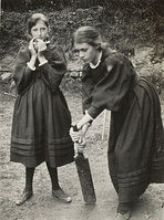 Virginia playing cricket with Vanessa 1894