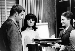 Thomas (center) with co-star Ted Bessell (left) and guest star Mary Frann (right), in a 1968 photo from That Girl