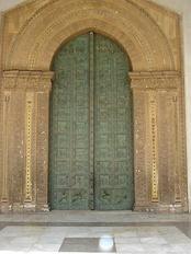 Западный портал собора работы Бонанино Пизани