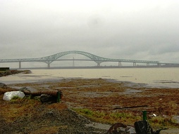 Мост Лавиолет через реку Св. Лаврентия
