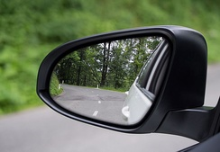 Dual-contour wing mirror. Large inboard convex surface is separated from small outboard aspheric surface.