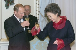 Governor General Adrienne Clarkson (right) toasts Russian president Vladimir Putin in the ballroom of Rideau Hall, 18 December 2000