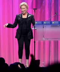Midler at the 2010 HRC Annual Dinner.