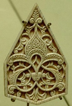 14th-century Islamic ornament in ivory, centred on a palmette; Alois Riegl's Stilfragen (1893) traced the evolution and transmission of such motifs.
