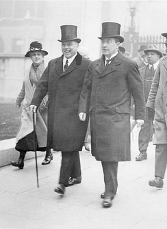 Canadian Prime Minister William Lyon Mackenzie King (left) and his British counterpart Stanley Baldwin (right), 1926