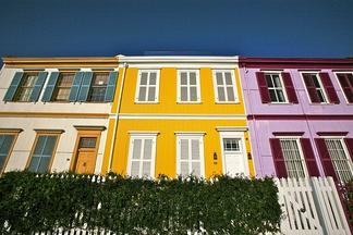 Many houses in Valparaíso are colourfully painted