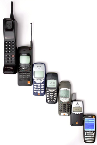 Evolution of mobile phones, to an early smartphone
