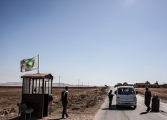 YPG checkpoint near Ras al-Ayn, showcasing the flag of the Kurdish Supreme Committee (DBK).
