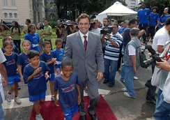 The governor of Minas Gerais, Aécio Neves, during the Campaign Protect Our Children.