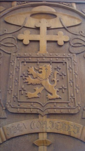 "Coat of Mayer, carved in a wooden door in the Church of ""Our Lady of Aparecida and St. Fidelis"", belonging to the apostolic administration"