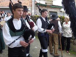 Gaiteiros, or bagpipe players. Gaita ('bagpipe') is the most representative Galician musical instrument