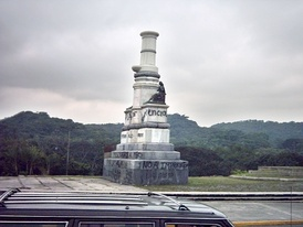 Statueless plinth in Caracas in 2006. A statue of Christopher Columbus, which formerly occupied the plinth, was knocked down by activists in 2004.[95]