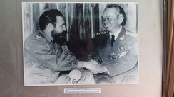 Fidel Castro meeting with Võ Nguyên Giáp at the Vietnam Military History Museum