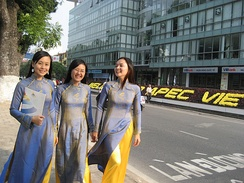 Vietnamese women wearing traditional costume Áo dài during APEC Summit 2006