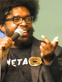 Questlove in discussion during book signing.