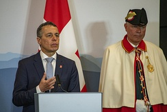 Federal Councillor Ignazio Cassis speaks in 2019 accompanied by a Bundesweibel