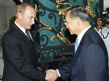 With President Vladimir Putin in Bangkok on 22 October 2003