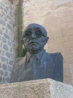 Bust of Sánchez-Albornoz in the plaza that bears his name in Ávila